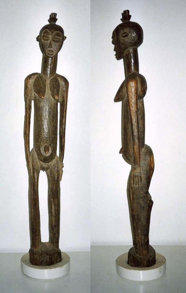 Stehende weibliche Figur (Lobi/Burkina Faso)