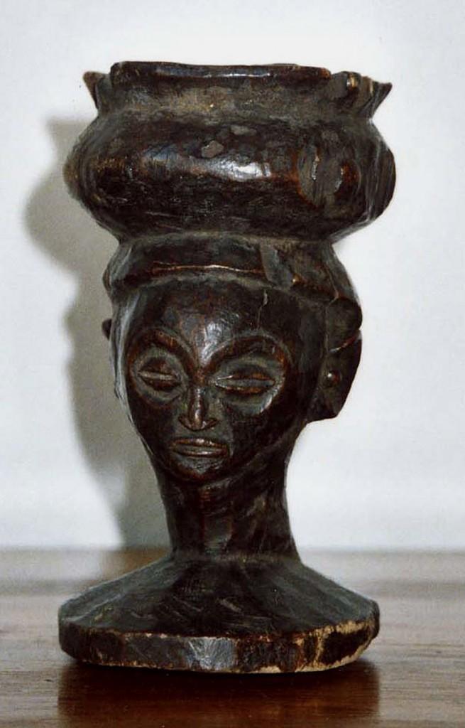 Trinkbecher mit Kopffigur (Luba/ Zaire)