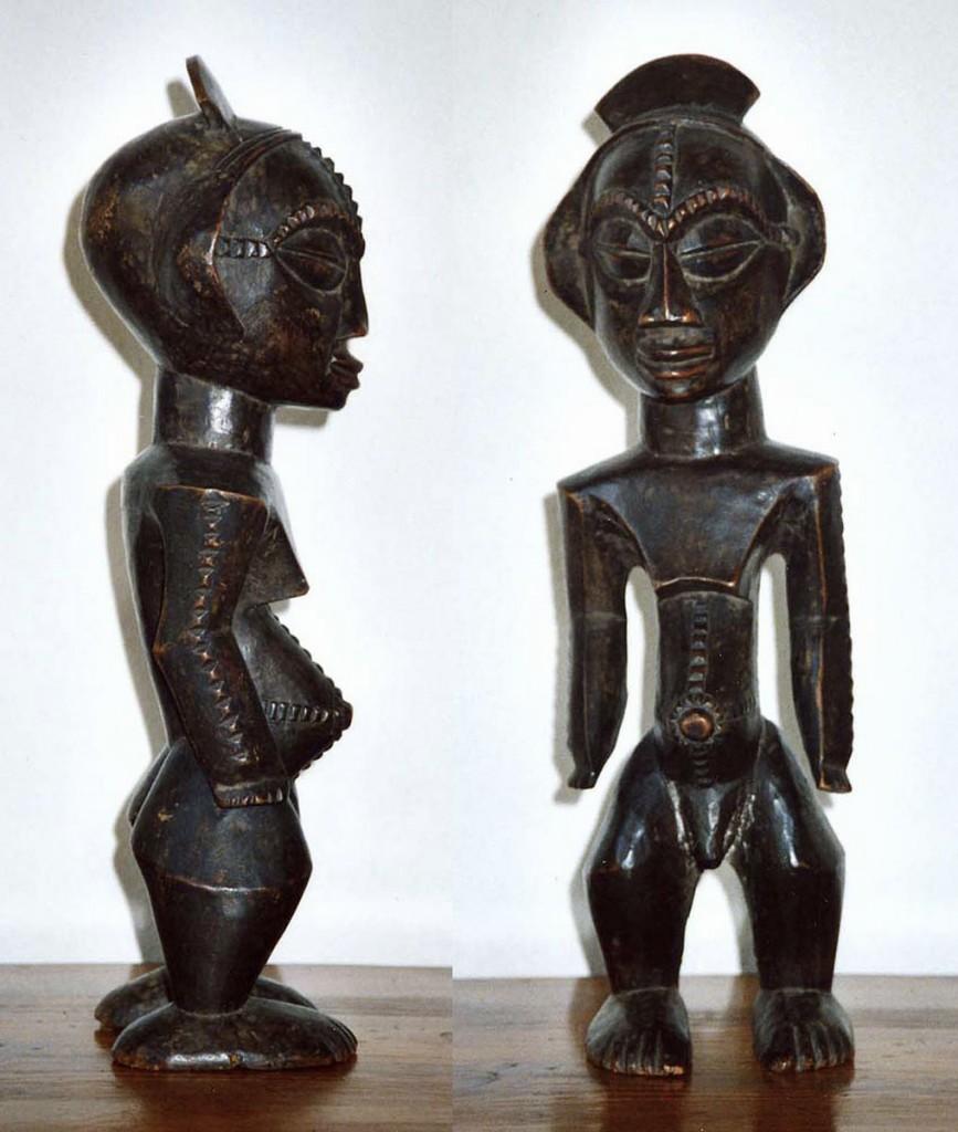 Stehende, männlich-weibliche Figur (Allegorie des mythischen Geschwisterpaares SETO-NABO) (Ngbacka/Zaire)