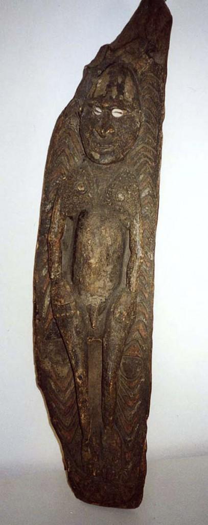 Ahnenbrett mit liegender, männliche Figur (Mittlerer Sepik/Neuguinea)